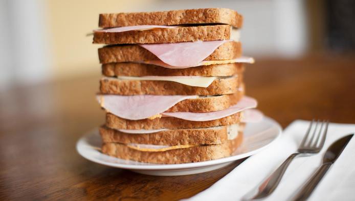 Nitrites et nitrates présents dans le jambon accroissent le risque de cancer du côlon.