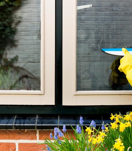 Boxtel reikt cheques uit voor ramen lappen