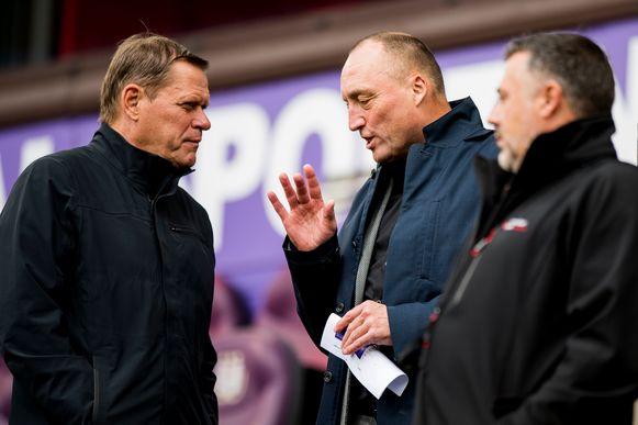Wouter Vandenhaute in gesprek met Frank Arnesen - gewezen sportief directeur van Anderlecht.