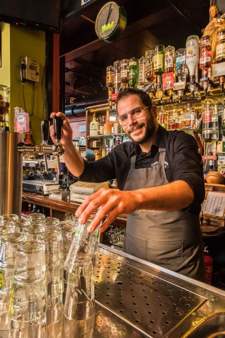 Avondje Café de Stam in Almelo: 'Hij stak de nooduitgang in de fik!'