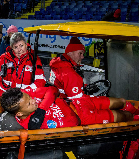 FC Twente vreest sleutelbeenbreuk  Slagveer, Verbeek woedend op NAC-doelman