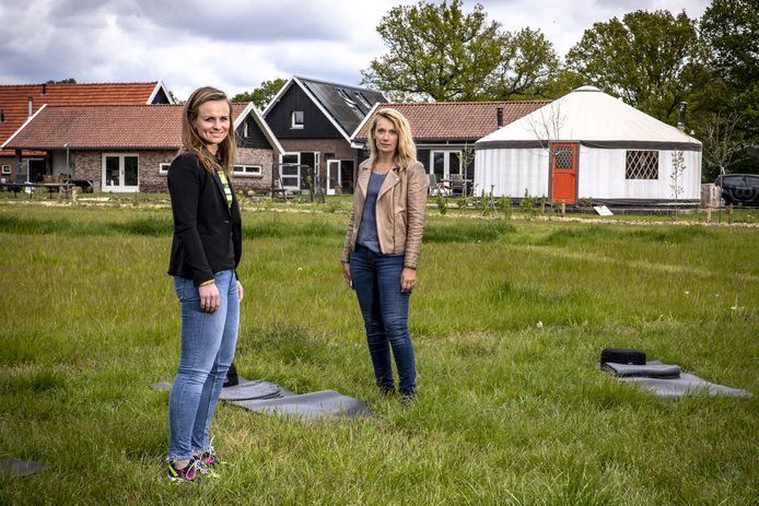 """Florien Deterink (l)) en Diane Rutten: """"Door coronavirus valt hier alles op zijn plek."""""""