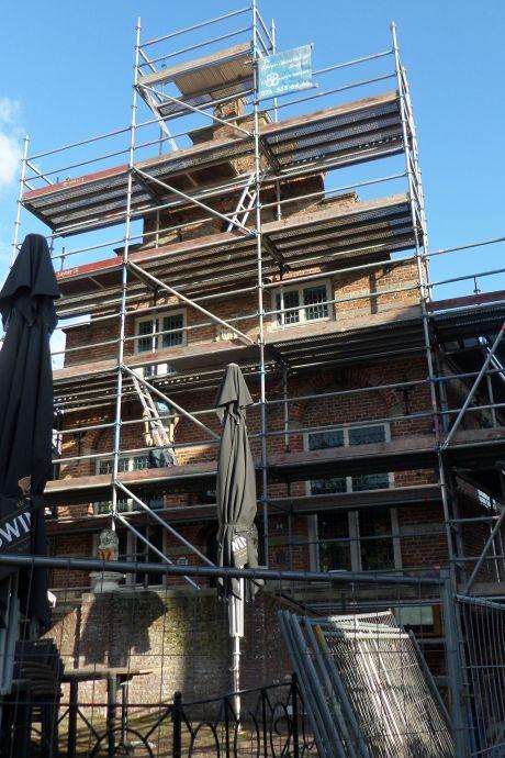 Oude raadhuis Woudrichem staat in de steigers