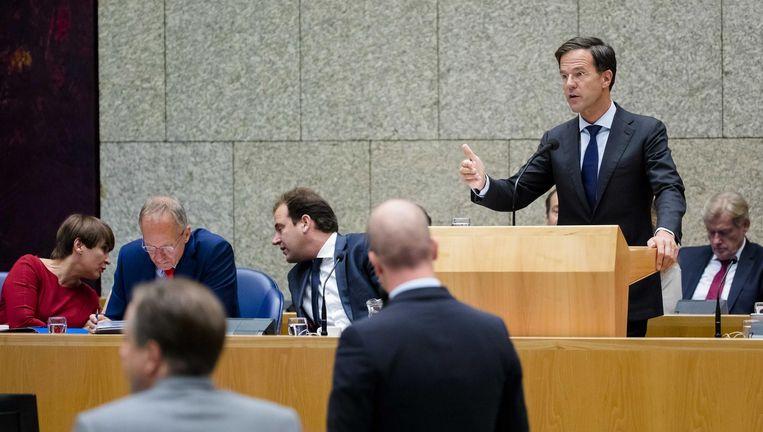 Samsom (PvdA) tegenover Rutte. Beeld anp