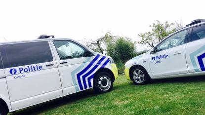 Politie zoekt bestuurder witte bestelwagen die fietser aanreed en de vlucht nam