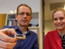 Deze huisartsen uit Zwolle strijden met een paarse krokodil tegen zinloze brieven en regels