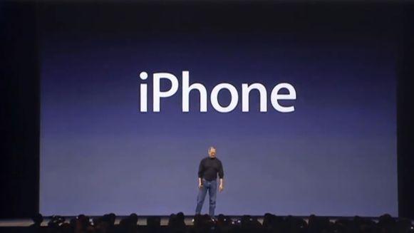Zo introduceerde Steve Jobs de allereerste iPhone op 9 januari 2007.