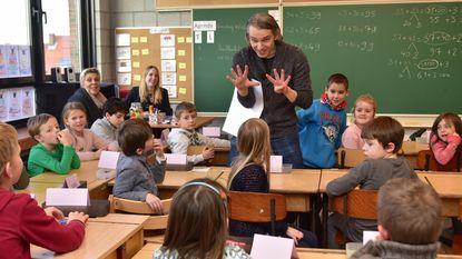 Wim Oosterlinck (Qmusic) gidst toeristen én leert klasje rekenen