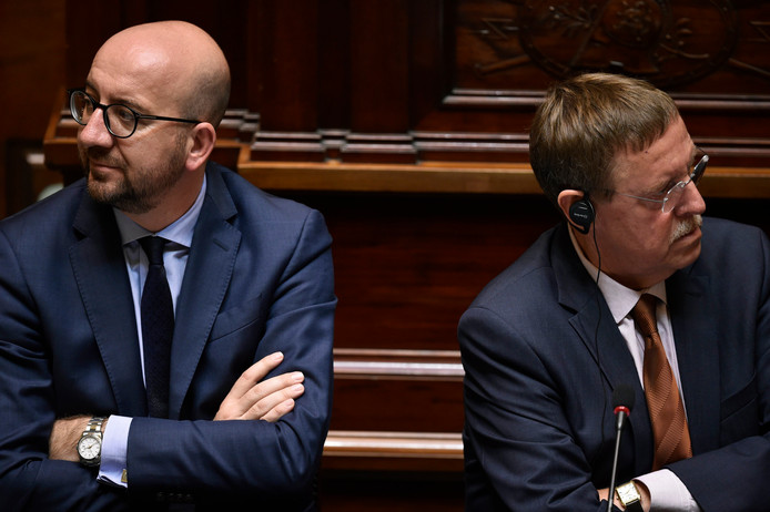 Le Premier ministre Charles Michel et le président du Parlement Siegfried Bracke (N-VA)