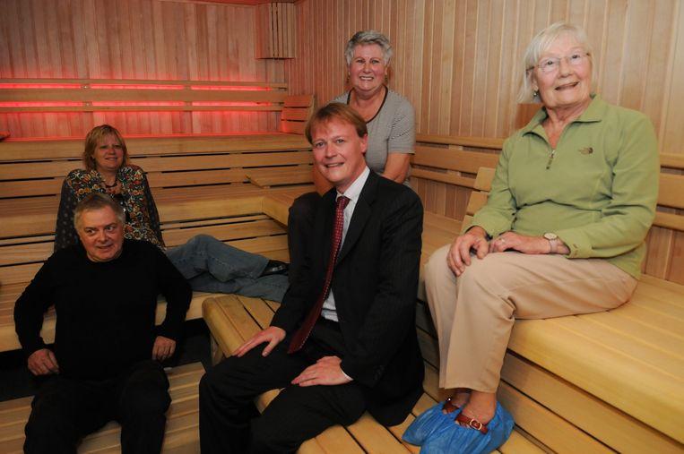 Schepen Christophe Peeters wilde de sauna in 2008 al sluiten, maar de gebruikers overtuigden hem toen die te behouden, en in 2010 zelfs te vernieuwen.
