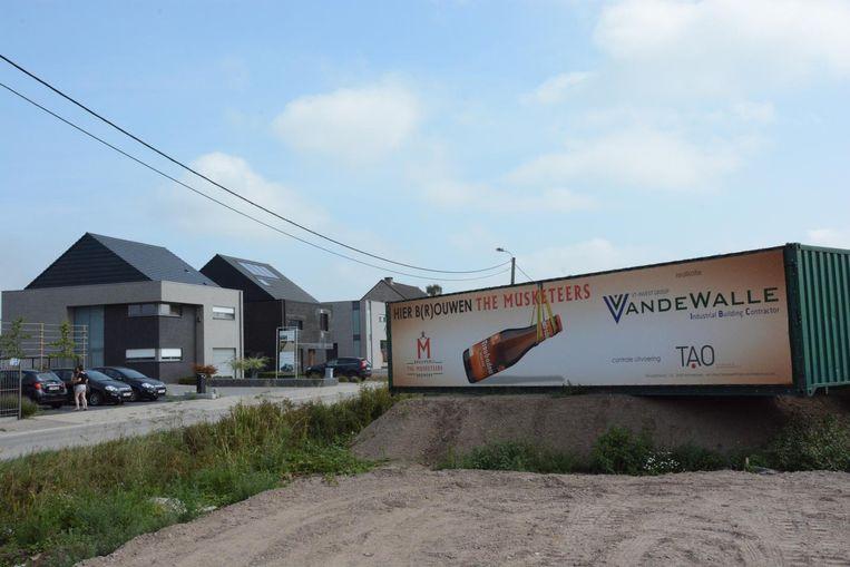 Langs de Reepstraat is intussen een opvallend reclamepaneel geplaatst.