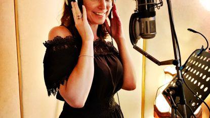 """Tess Goossens timmert opnieuw aan haar zangcarrière: """"Spijt dat ik na mijn scheiding niet heb doorgezet"""""""