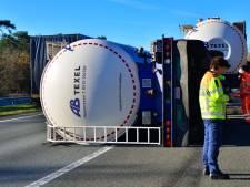 Vrachtwagen gekanteld op de A67 bij Lierop