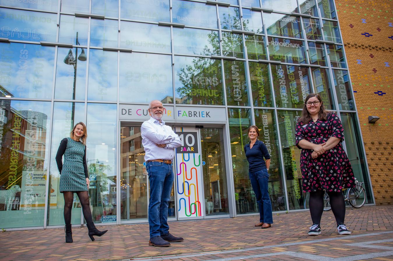 Natalie Kriek, Hennie Henzen, Cornelie de Kuijper en Darinka Thijs van de tienjarige Cultuurfabriek in Veenendaal.