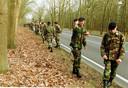 Mariniers zoeken in 1999 in de bossen tussen Maarn en Doorn naar de vermiste Sybine Jansons.