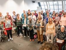 150 Senioren verkopen met koor 'Jong van Hart' volledige Singel uit