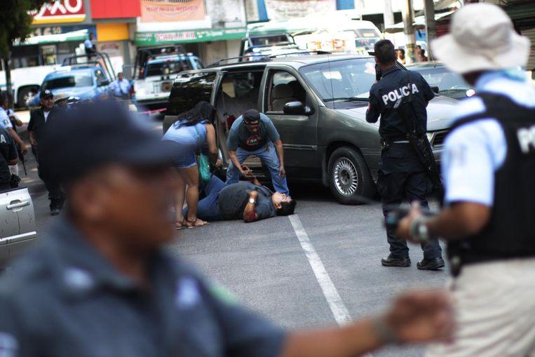 De alledaagse werkelijkheid in Acapulco: een executie op klaarlichte dag. Beeld afp