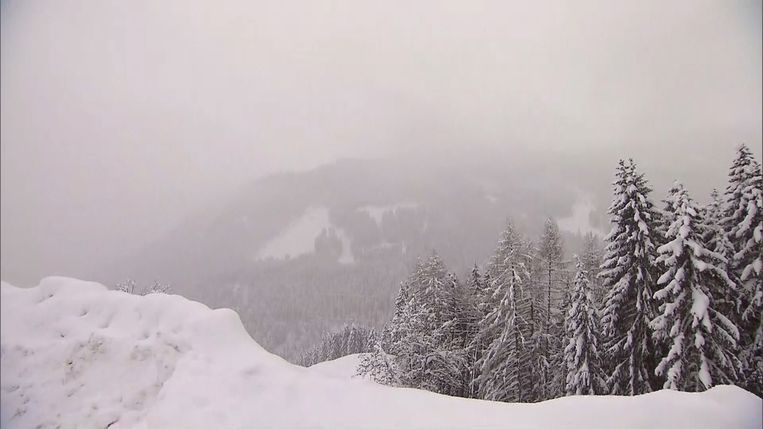 In Oostenrijk is het al dagen aan het sneeuwen met lawinegevaar tot gevolg.