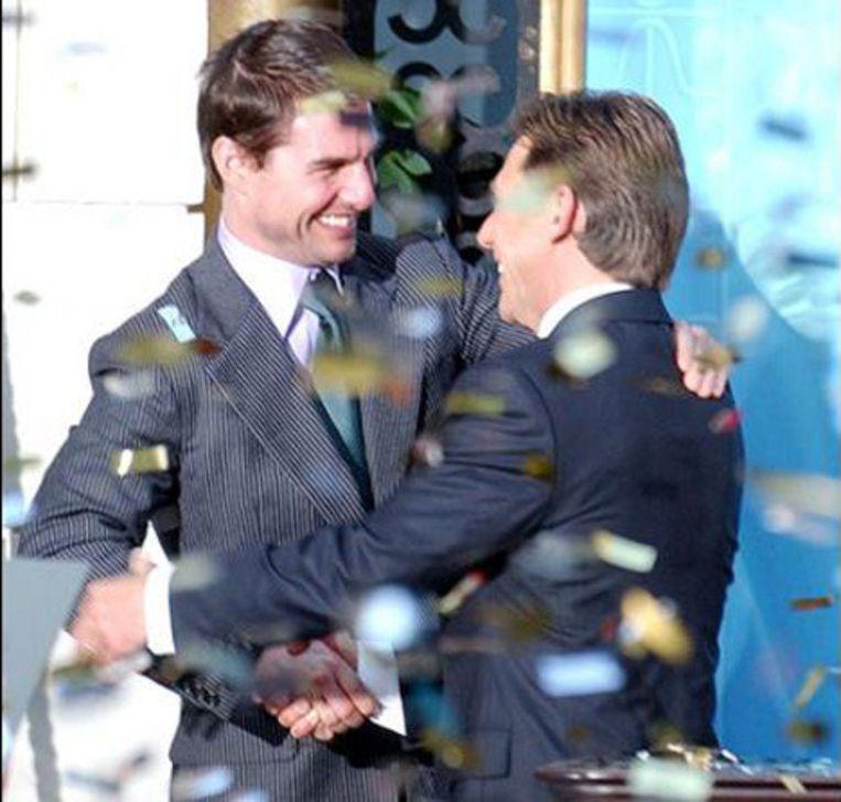 David Miscavige (rechts) met Tom Cruise.