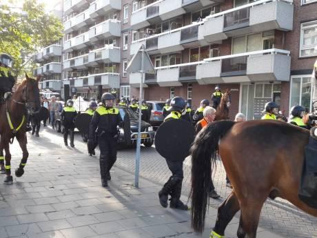 LIVE: Pegida-stoet staat stil in Eindhoven voor moskee, voorman: 'Dat wat daar staat is schorem'