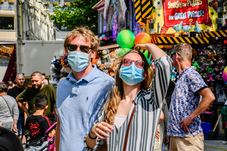 Op de kermis in Tilburg vorige week waren her en der mondkapjes te zien.
