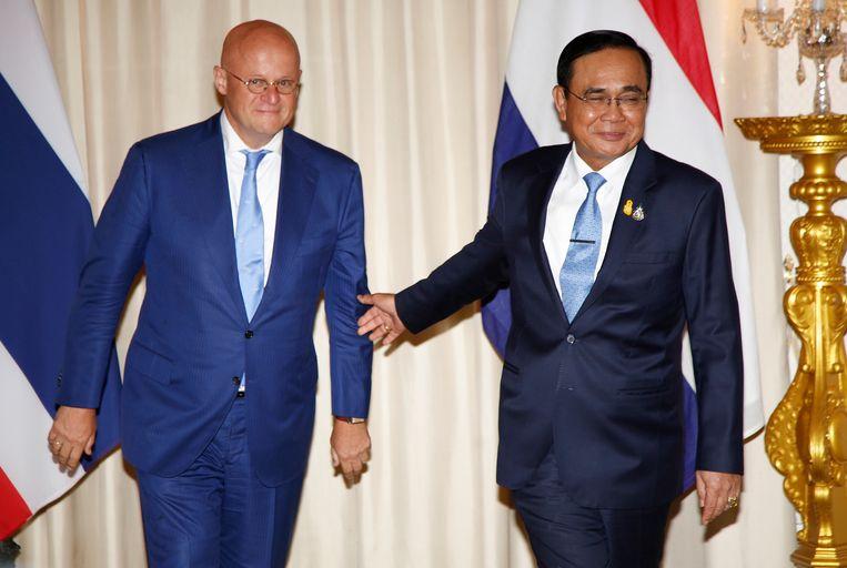 Minister Ferdinand Grapperhaus was deze week op bezoek bij de Thaise premier en pleitte ervoor de coffeeshopbaas terug te laten keren naar Nederland.