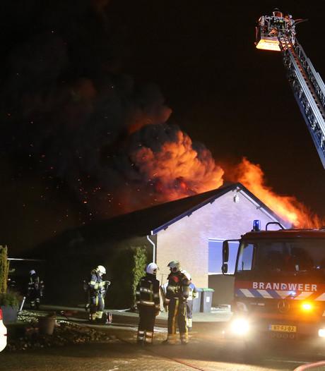 Hennepkwekerij ontdekt na grote brand in schuur Uden, bewoner opgepakt: 'Ik zag opeens een oranje gloed'