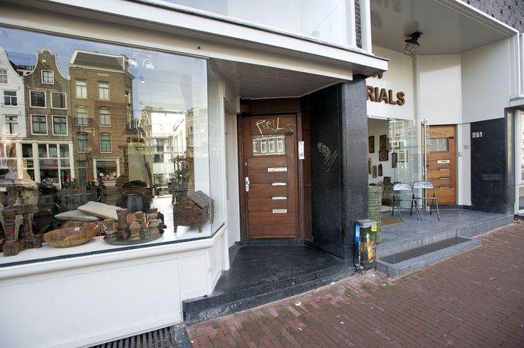 De deur naar het pand aan de Rozengracht waar Dino Soerel in augustus werd gearresteerd. De topcrimineel zat daar ondergedoken. Foto ANP Beeld
