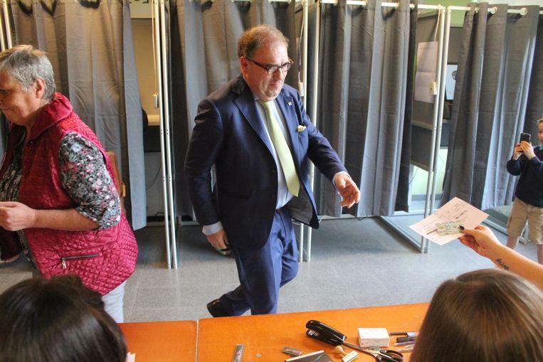 Christoph D'Haese in het stembureau.