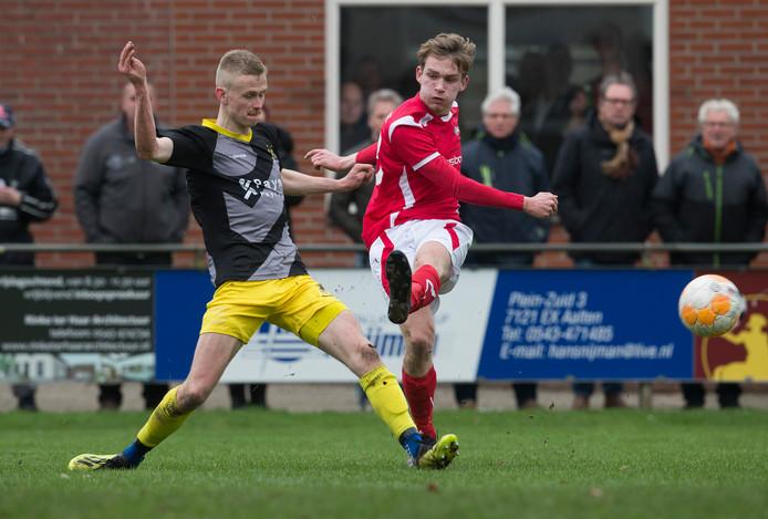 Nick van Breugel (rechts) scoorde al tweemaal voor AZSV 2 in de strijd om de landstitel.
