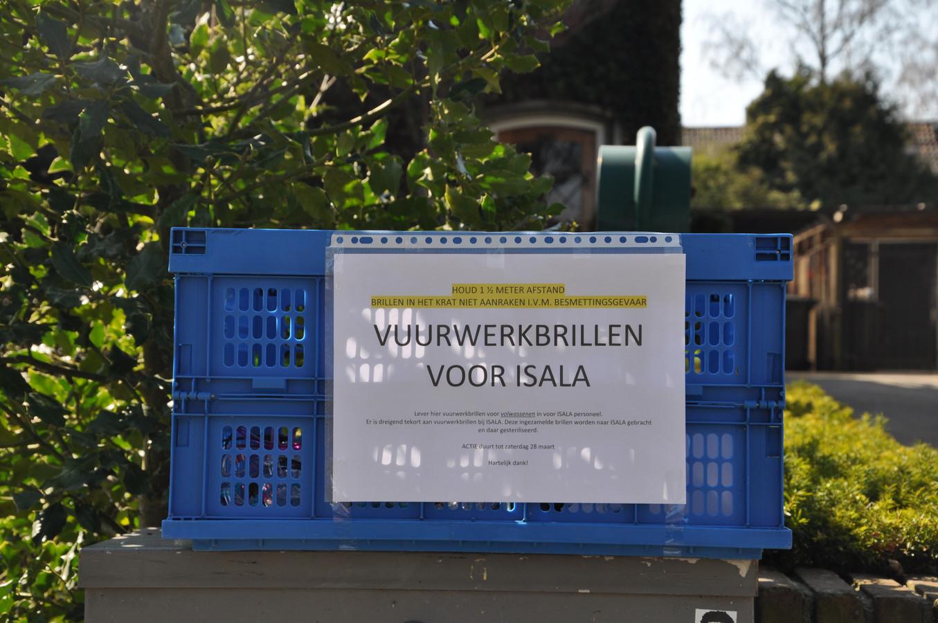 Inzameling van vuurwerkbrillen in Zwolle. In de hele regio zijn inleverpunten ontstaan.