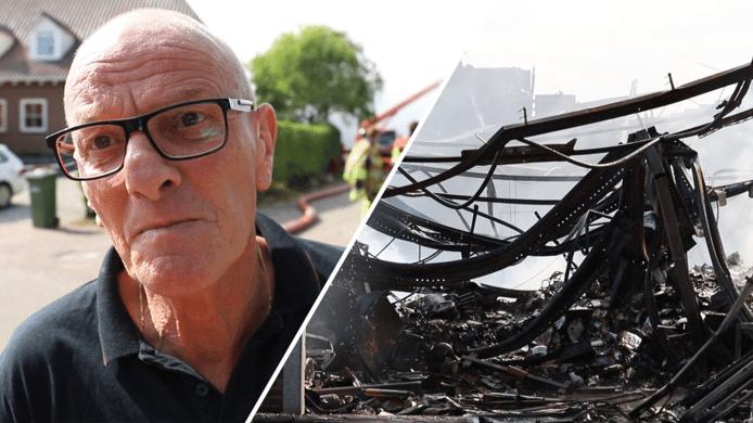Eigenaar Co van Lith en de verbrande resten van kringloopwinkel De Oude School in Beneden-Leeuwen.