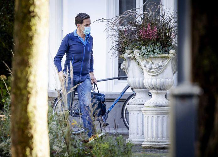 Premier Mark Rutte arriveert bij het Catshuis voor een informeel overleg over het coronavirus.
