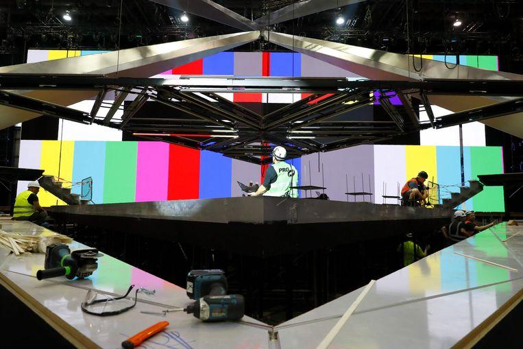 In Tel Aviv wordt alles in gereedheid gebracht voor het Eurovisie-circus. Intussen woedt elders de discussie of Europese omroepen de wedstrijd niet horen te boycotten. Beeld AFP