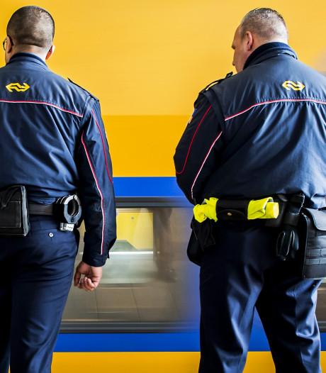 Rotterdamse (33) misdraagt zich en bedreigt conducteur met mes