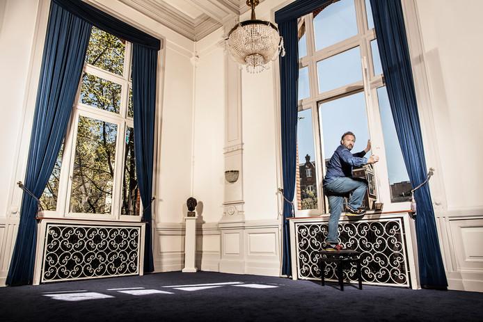 Marcel Musters staat woensdag twee keer in de Verkadefabriek met de voorstelling 'Smoeder', samen met Maria Goos.