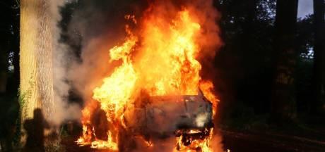 Auto niet meer te redden door brandweer in Haaren