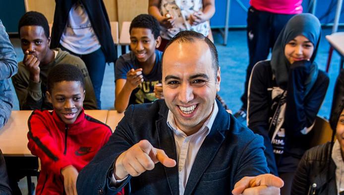 Docent Mahmoud Acharki heeft zijn roeping gevonden. 'Dit is wat ik echt graag wilde.'