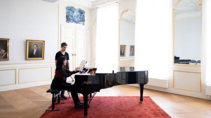 Jonge pianisten palmen kasteel d'Ursel in