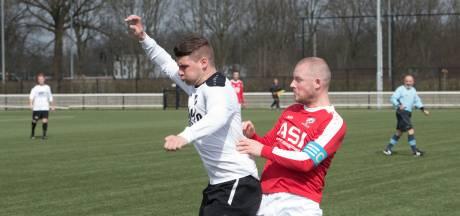 Middenvelder Roel Hendriks nieuwe trainer van Batavia