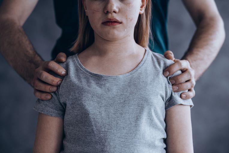 Het meisje moest het misbruik zelf filmen en naar haar oom sturen. Stockfoto ter illustratie.