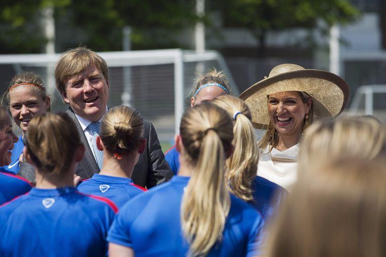 Koningin Maxima en koning Willem-Alexander wensen de Nederlandse vrouwen succes.