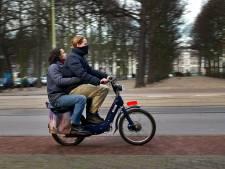 Politie Zutphen controleert snor- en bromfietsers op rijbewijs: 3 bekeuringen