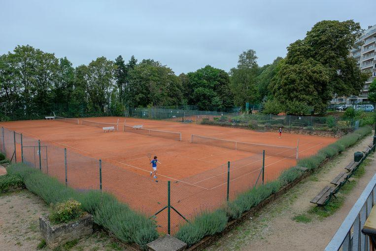 Op de site achter Vorst Nationaal liggen onder meer een atletiekpiste en een aantal tennisterreinen.