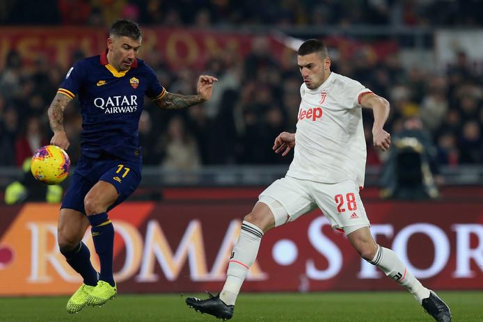 Merih Demiral (rechts) in actie tegen AS Roma.
