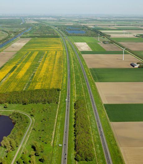 Onderzoek naar mogelijkheden voor zonnepanelen in bermen langs A6 in Flevoland