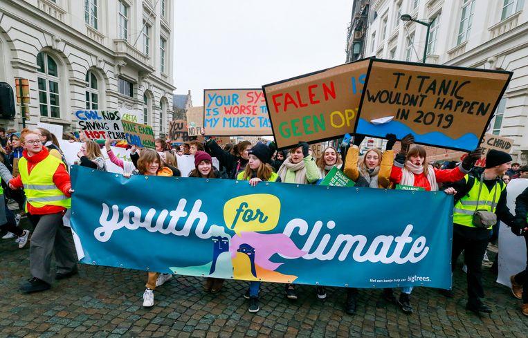 Belgische studenten gaan de straat op om te demonstreren voor een beter klimaatbeleid. Beeld EPA