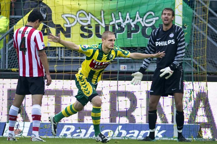 Timothy Derijck (midden) scoorde een jaar geleden tegen zijn nieuwe club PSV.