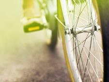 Automobilist rijdt door na aanrijding met fietser in Middelburg