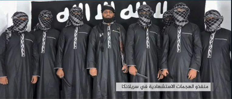 Na de aanslagen in Sri Lanka postte het persagentschap van Islamitische Staat (IS) zelf een foto met daarop de vermeende daders.